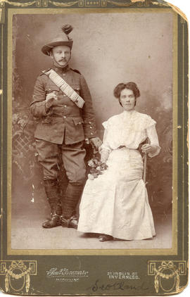 Photo: WWI Soldier with Woman